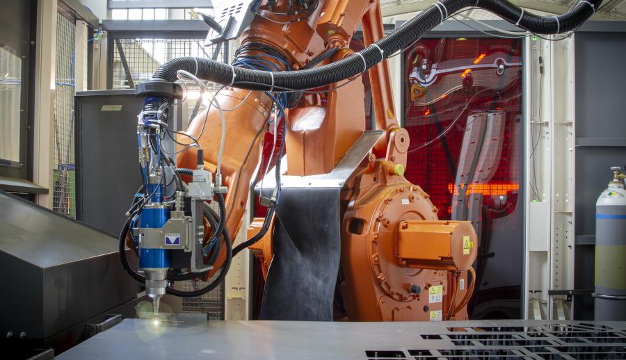 Robotické řezání laserem